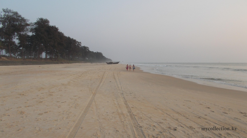 Goa 2016 - Infinite southern beach.JPG