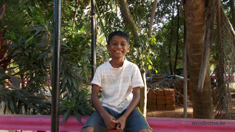 Happy Indian boy smiling - Colva - 2016.JPG