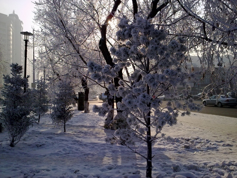 Kazahstan - Astana winter 2012 - Астана зимняя. Проспект Абая - улица Валиханова .jpg